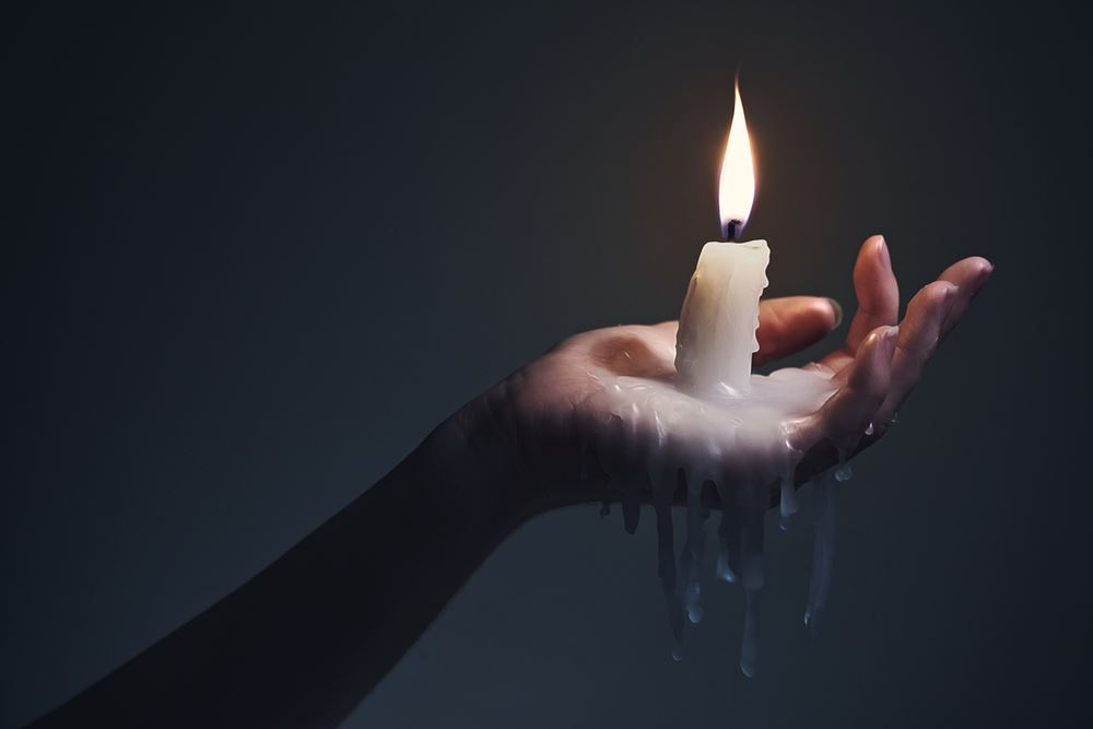 شمع بازی روی بدن