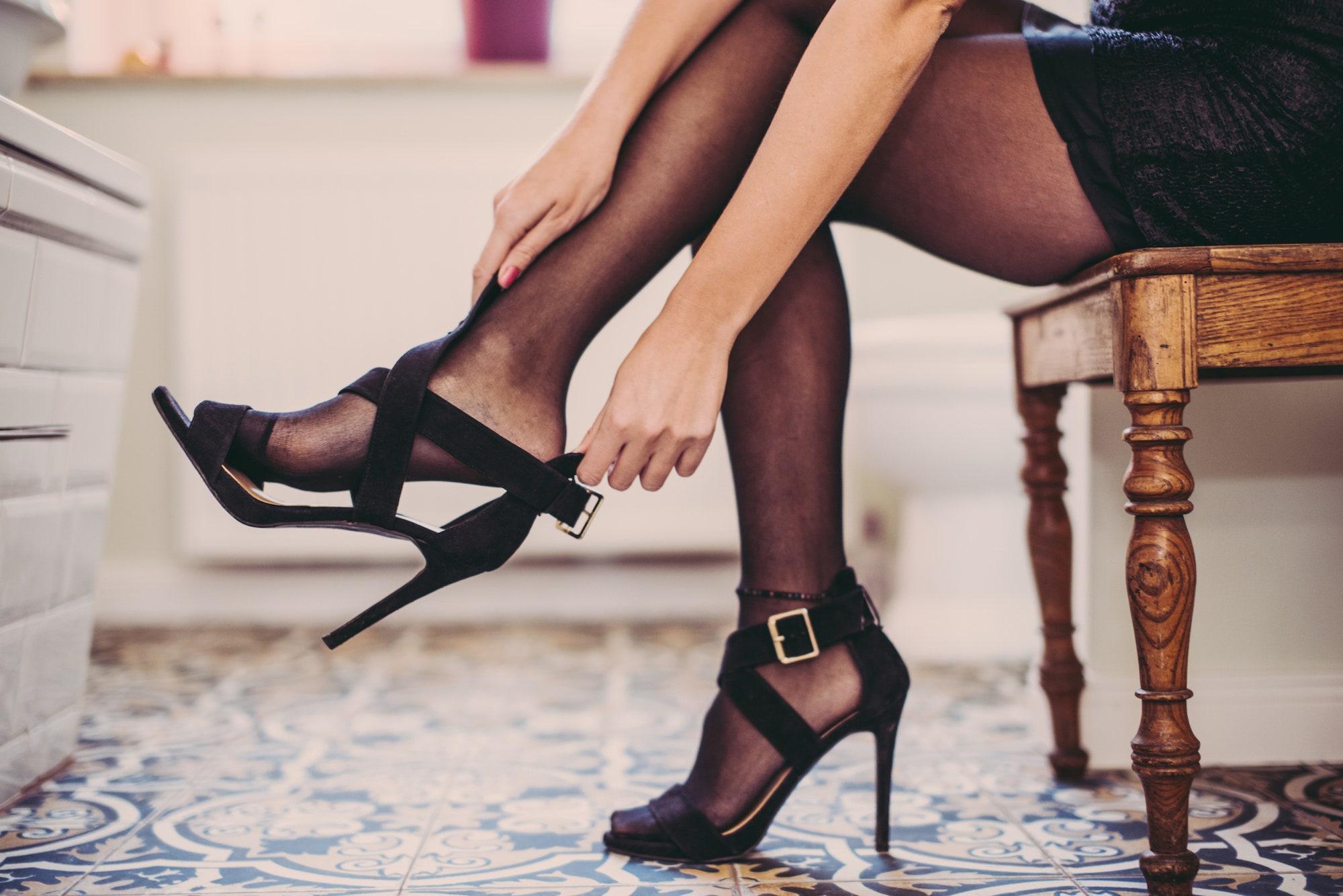 فتیش پا کفش پاشنه بلند
