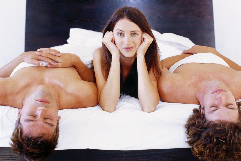 سکس سه نفره با دو مرد و ارگاسم حرفه ای توسط یک خانم