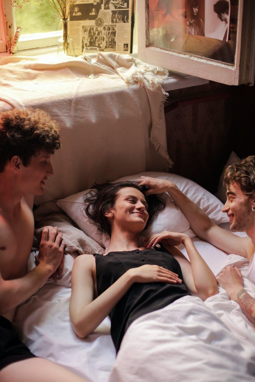 رابطه سه نفره دو مرد و یک زن