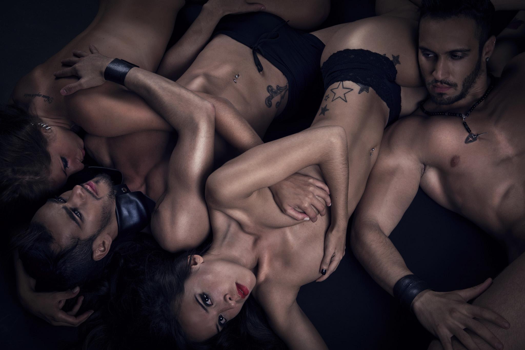 سکس گروهی و ضربدری و تبادل همسر
